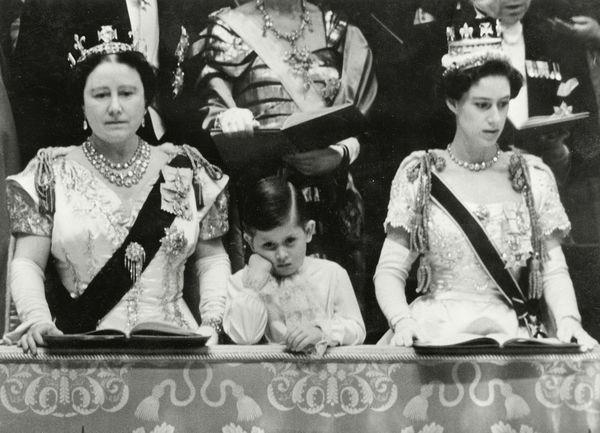 ... Philip Arthur George, Prince of Wales, hat wahrlich keine leichte